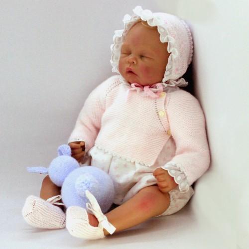 Conjunto con camisa, cubrepañal de tela y rebeca, capota y zapatos de lana Reborn 50-52 cm