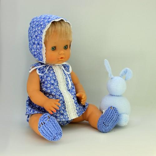 Conjunto vestido , cubrepañal y capota de tela con zapatos de punto Nenuco tradicional
