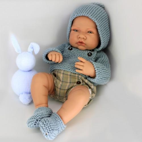 Conjunto con jersey con capucha y patucos de lana con cubrepañal de tela Antonio Juan 42 cm