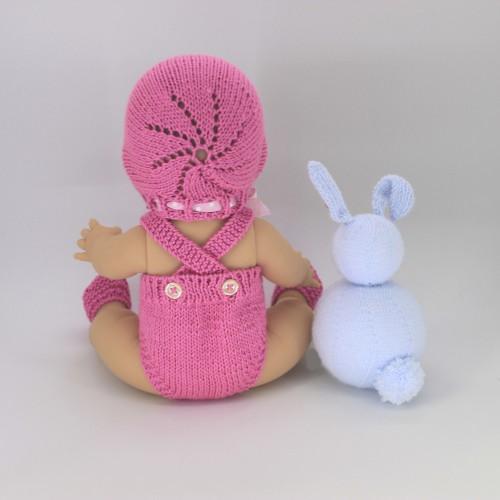Conjunto pelele tirantes, capota y zapatos de lana para Gordis de Paola Reina 34 cm