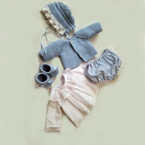 Patrón camisa y pelele de tela con rebeca, patucos y gorro Nenuco Tradicional