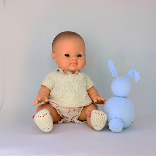 Patrón conjunto jersey bodoques , cubrepañal y zapatos para muñecos de 32-34 cm